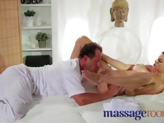 massage rooms expert masseur technique makes
